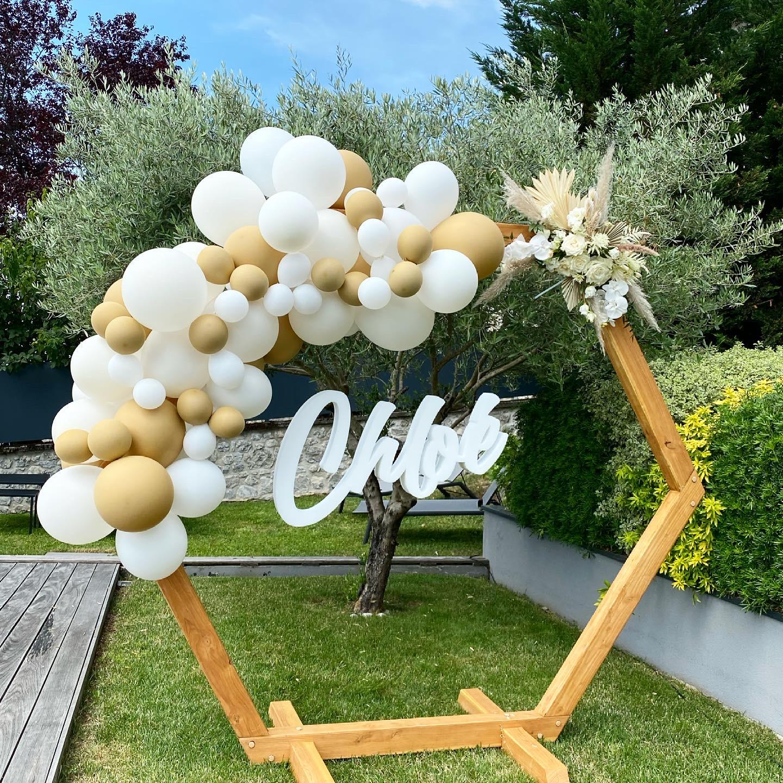 Organisation d'une pool party sur le thème blanc et or organisé par Pils event, event planner Grenoble